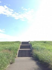 朝露水門から一般道へ、階段を下る