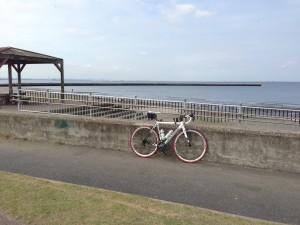 稲毛海岸ロードバイクで休憩