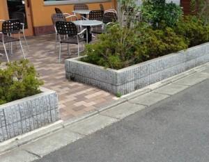 石窯パン工房 ぴーぷるの店舗外テーブル