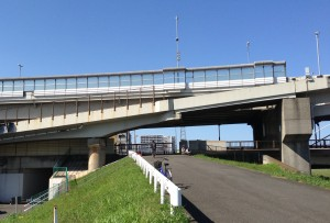 大師橋多摩川右岸からサイクリングロードへ